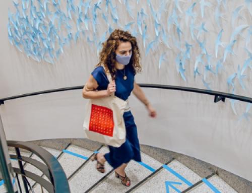 Uniqlo celebra su colección AIRism con una instalación artística comisariada por El Duende y un taller de kirigami
